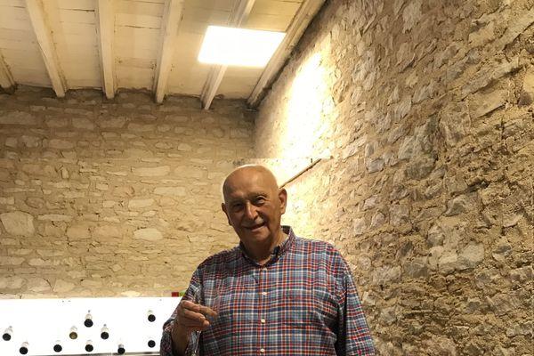 Jean-Paul Pérardel chez un vigneron en Bourgogne