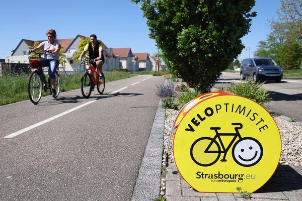 Forme arrondie, couleurs vives, les nouvelles bornes de gonflage de pneus attirent l'oeil des cyclistes dont les pneus méritent un petit coup de pompe, ici à Entzheim.