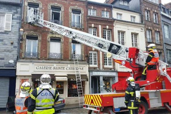 Manoeuvre incendie ce lundi 23 mai dans le centre historique de Honfleur