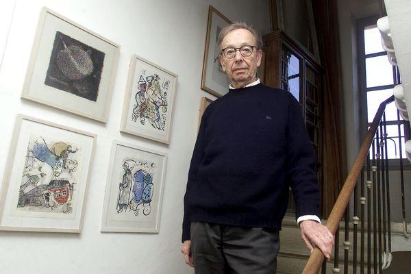 Le poète, traducteur et critique littéraire suisse Philippe Jaccottet, lauréat de nombreux prix dont le Goncourt de la poésie, est décédé dans la nuit jeudi 25 février à l'âge de 95 ans.