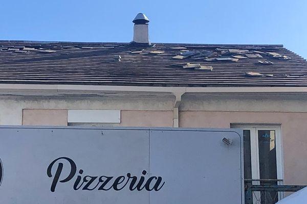 Les commerçants de l'immeuble ont été contraints de fermer boutique le temps de l'intervention des services de réparation.