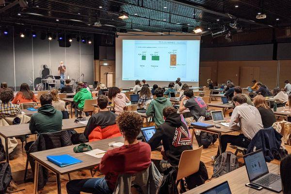 Les étudiants de l'ISTOM dans une salle du centre de congrès d'Angers