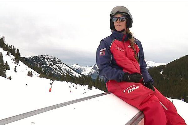 Emilie Cruz s'entraine avant sa tentative aux Carroz d'Arâches en Haute-Savoie
