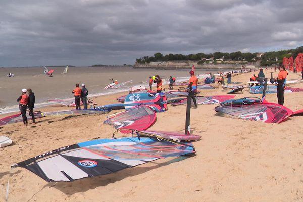 La plage de Fouras : les windsurfeurs vont se jeter à l'eau.