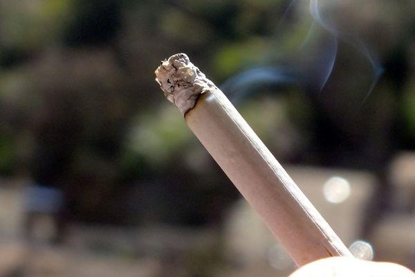 Six victimes ont accepté de fumer des cigarettes empoisonnées dans plusieurs lieux publics de Roanne.