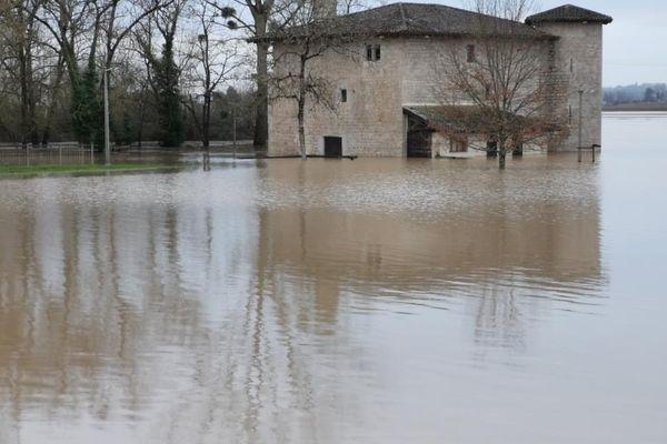 Le moulin de Piis à Barie (XIIIe siècle), les pieds dans l'eau le 4 février 2021