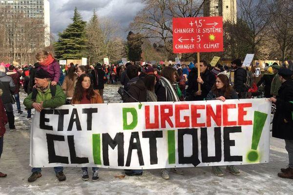 Après celle du 13 octobre puis 18 décembre 2018, cette troisième Marche pour le climat a réuni plusieurs milliers de personnes à Grenoble.