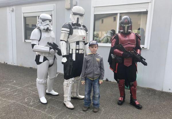 Nathan, la dernière recrue de l'Empire galactique, intègre la troupe