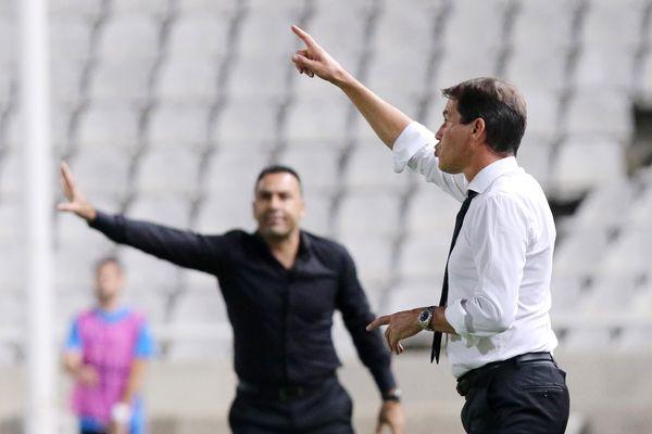 Rudi Garcia and l'entraîneur de l'Apollon Limassol Sofronis Avgousti.