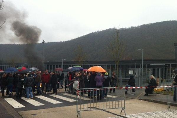 Piquet de grève devant l'usine Hermès de Bogny/Meuse