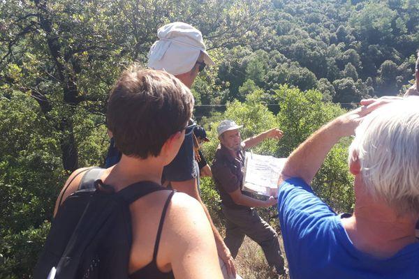 L'association de riverains de Saint-Félix-de-Pallières fait visiter l'ancien site minier du piémont cévenol, à proximité du village, responsable de la pollution des sols aux métaux lourds. 12/9/2020