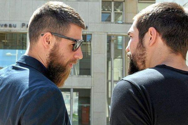 Luka et Nikola Karabatic devant le palais de justice de Montpellier - juin 2015.