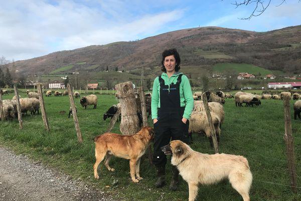Nadia Ansolabéhère est bergère à Anhaux
