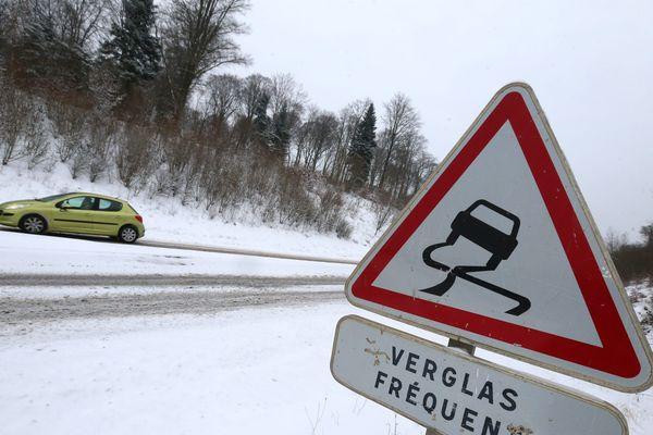 Prudence sur les routes, la neige est de retour en Franche-Comté
