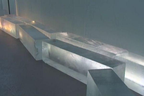 Ces blocs de glace seront sculptés pour créer le premier ice bar français en bord de plage à Canet dans les Pyrénées-Orientales