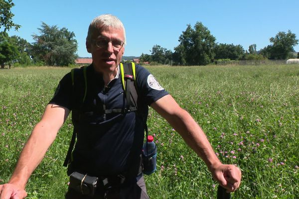 """Bruno Vermeulen est devenu un """"drogué"""" de la randonnée après un accident de moto à l'âge de 40 ans. Cet habitant de Veauche va faire le tour de la Loire du 1er au 18 juillet 2020."""