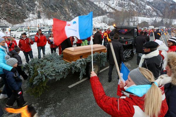 Plusieurs centaines de personnes avaient rendu hommage à David Poisson le 26 novembre 2017 à Peisey-Nancroix (Savoie).