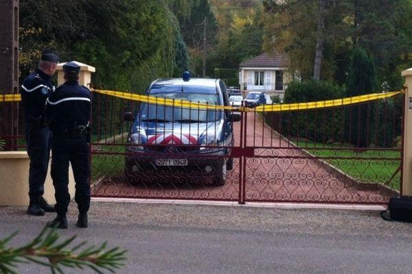 Le suspect est accusé d'avoir tiré sur les gendarmes à Champvans (Jura)