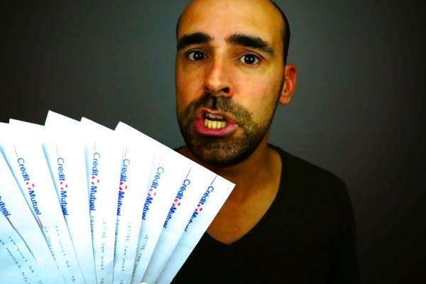 Un comique face à l'absurdité du système bancaire, une vidéo qui touche sa cible. Un succès inattendu pour Kenny Martineau