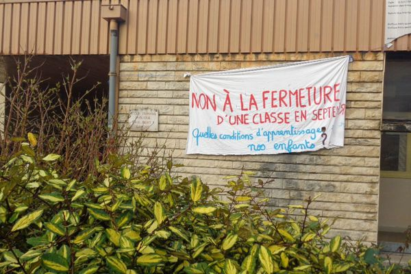 Mobilisation de l'école Paul Bert à Besançon contre le projet de carte scolaire 2015/2016
