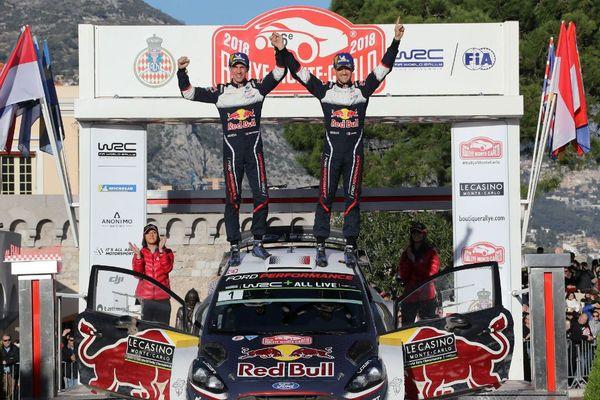Sébastien Ogier (à droite) et son co-pilote Julien Ingrassia après avoir remporté le Rallye Monte-Carlo à Monaco.