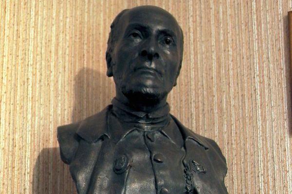 Détail du buste en bronze représentant Victor Schoelcher conservé à l'Espace muséographique Victor Schoelcher de Fessenheim.