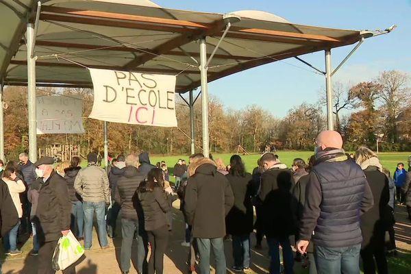 A Bruz, mobilisation d'habitants contre le projet d'un groupe scolaire prévu sur la plaine du Vert Buisson