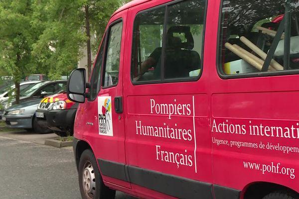 Inondations en Belgique : les pompiers humanitaire de la Loire engagés en soutien de la population à Liège. Le fourgon de l'ONG est rempli à ras bord de matériel de secours.
