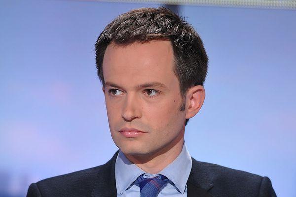 Ce soutien synchronisé à la campagne pour les municipales fait sourire Pierre-Yves Bournazel qui tweete : « Certains se découvrent une passion pour le #PSG, mais que se passe-t-il? Pour ma part, je soutiens le #PSG depuis plus de 10 ans... ».