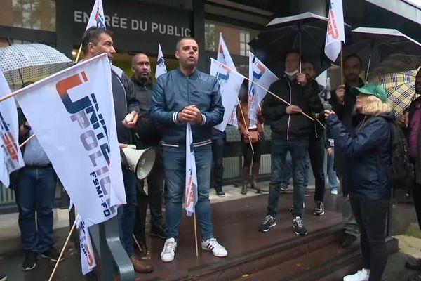 Rassemblement syndical ce matin pour soutenir les policiers de la compagnie de circulation de la DOPC en arrêt maladie.