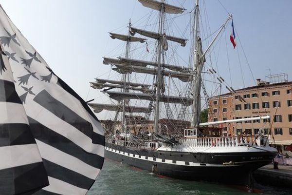 Le drapeau breton flotte fièrement dans la lagune de Venise