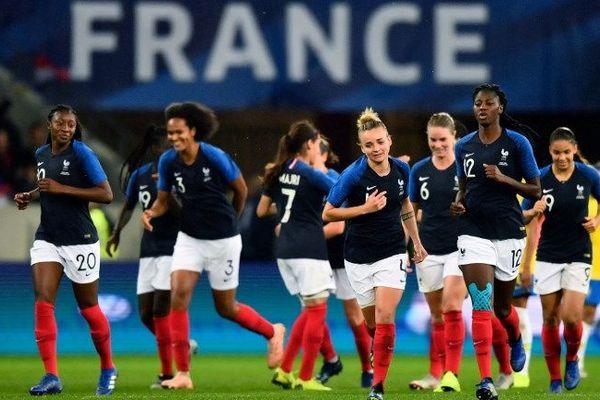 L'équipe de France, après le deuxième but à l'Allianz Riviera.