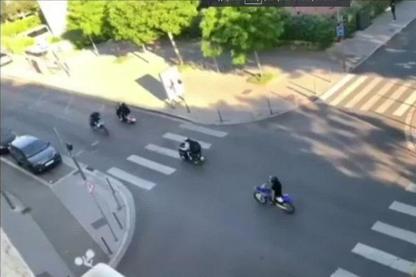 Rodéo urbains à moto dans le quartier du Terraillon à Bron (métropole de Lyon).