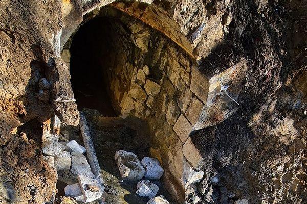 """Les infrastructures de la source d'eau chaude de Croizat, située au Mont-Dore (Puy-de-Dôme) ont été détruites, le 14 avril, pour des raisons de """"sécurité""""."""