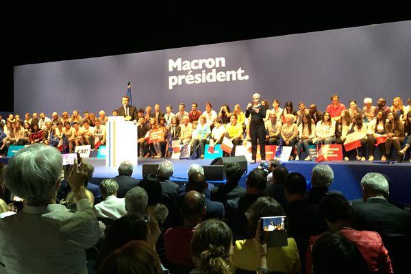 meeting du candidat Macron à Pau : il fait le plein au zénith