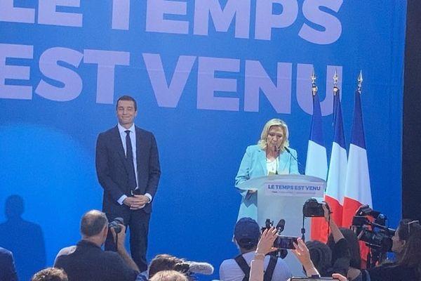 Jordan Bardella devient le plus jeune chef de parti de la Ve République.