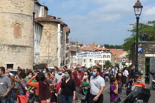 Des milliers de personnes sont descendues dans les rues bayonnaises pour défendre les langues régionales et plus particulièrement l'euskara.