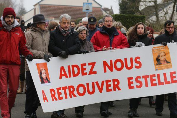 Une marche silencieuse en hommage à Estelle Mouzin, le 7 janvier 2017, à Guermantes, en Seine-et-Marne. La petite fille est disparue sans laisser de trace à l'age de 9 ans, le 9 janvier 2003.