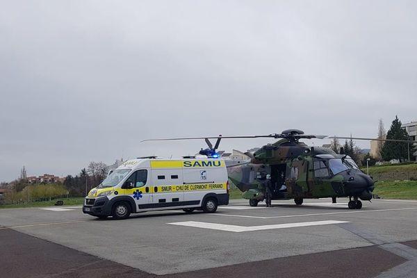 Dimanche 29 mars, l'armée a continué de transporter des patients vers le CHU de Clermont-Ferrand grâce à ses hélicoptères NH90 Caïman.