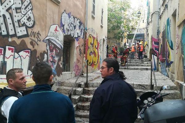 incendie dans la cage d'escalier d'un immeuble du quartier du Panier à Marseille