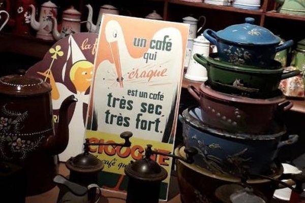 """Le musée """"Cafetières et compagnie"""" à Montval-sur-Loir (72)"""