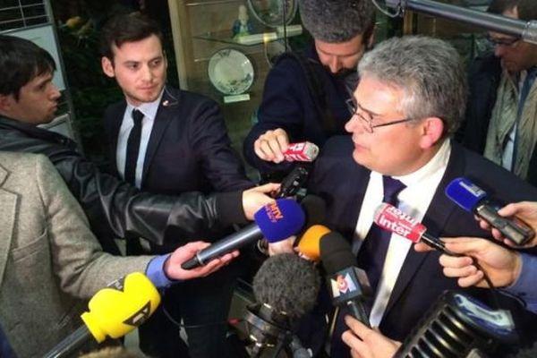 Le leader de la droite Corrézienne Pascal Coste a fait face à une forêt de micros.