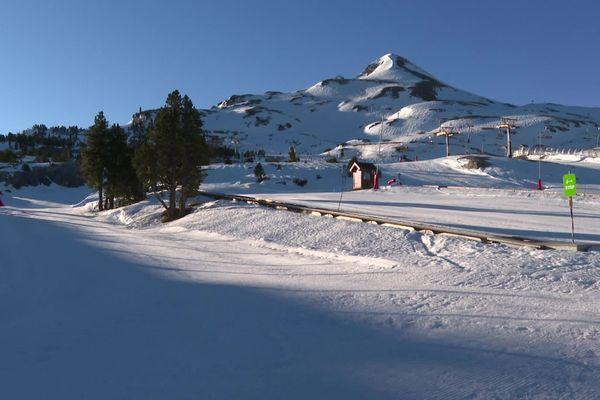 De la neige mais pas de remontées mécaniques en cette veille de vacances de Noël 20.