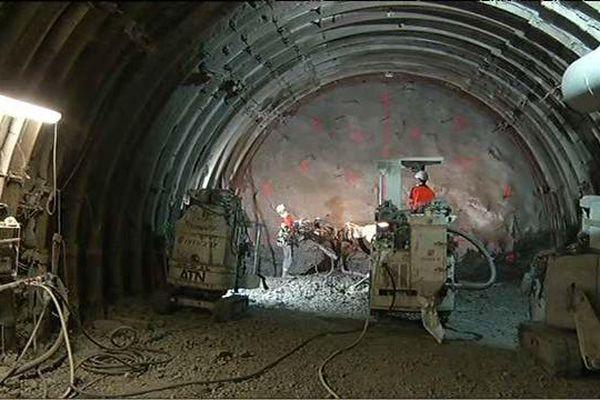 Les galeries sont creusées dans le sous-sol de la Meuse, à 500 mètres de profondeur.