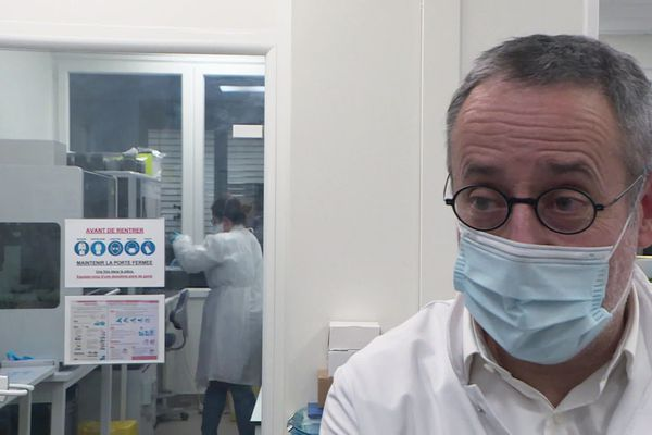 """Hervé Lelièvre, biologiste médical : """"nous mobilisons les personnels"""""""