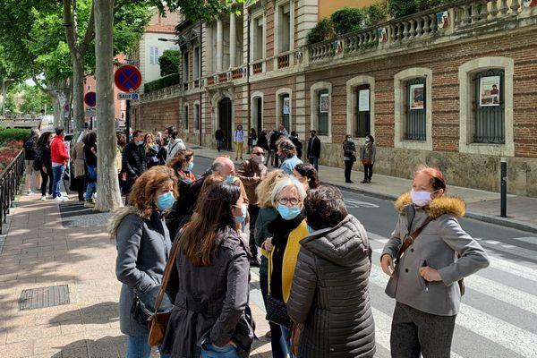 Manifestation devant le conservatoire à rayonnement régional Perpignan Méditerranée (CRR Perpignan Méditerranée) pour protester contre le non-renouvellement de 41 contrats d'enseignants. - 17/05/2021