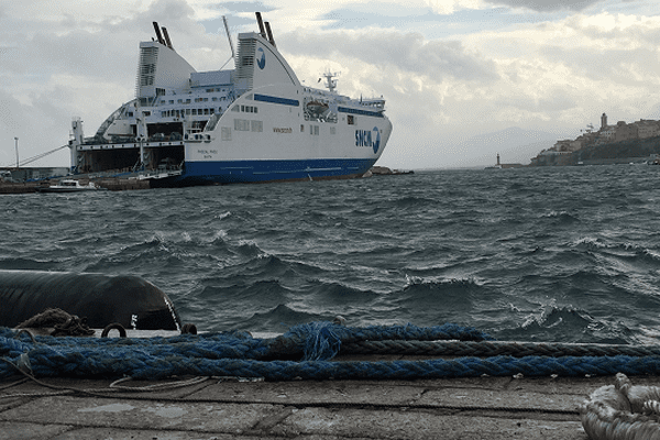 ILLUSTRATION - Un navire de la SNCM dans le port de Bastia.