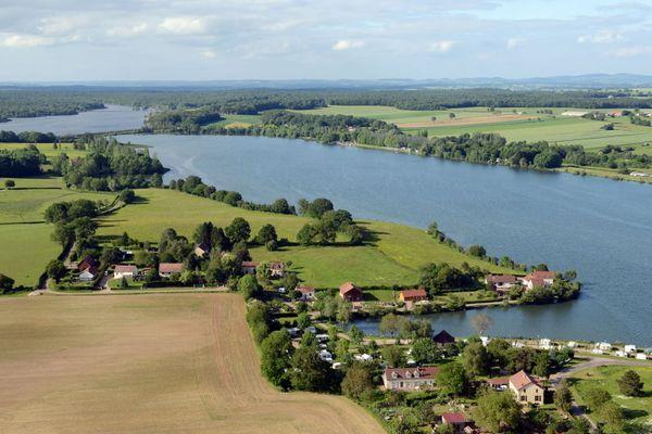Vue aérienne des étangs de Baye et de Vaux, Nièvre