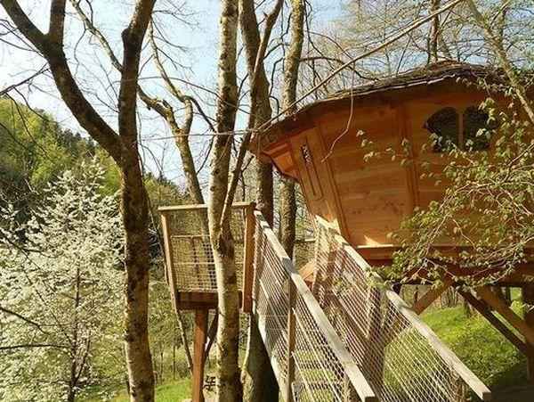 """""""Le petit toit du monde"""" est l'une des cinq cabanes qui attendent les vacanciers à Grandfontaine, dans le Bas-Rhin."""