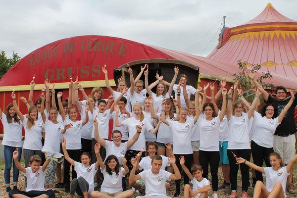 Le groupe de jeunes, Français et Allemands, accueillis à l'école de cirque Gruss de Sain-Jean-de-Braye.